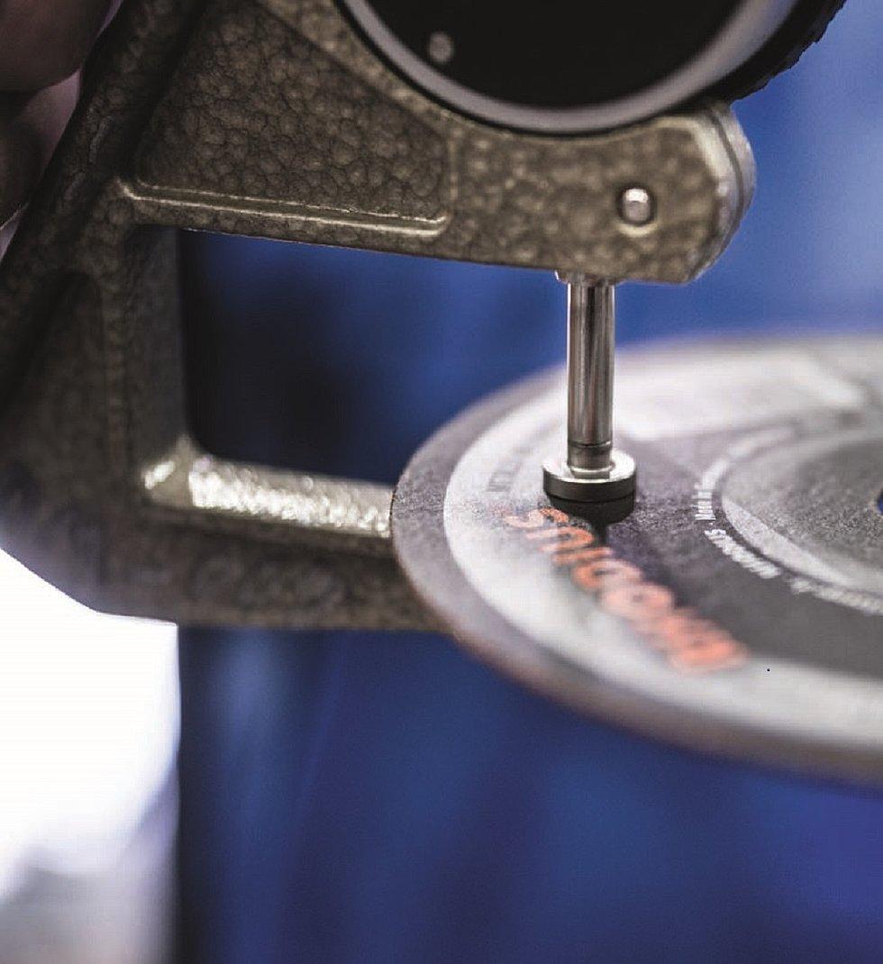 Qualitätstest einer Schleifscheibe im RHODIUS Testcenter