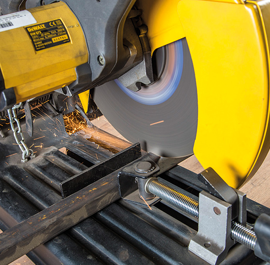 Stationary cutting disc for steel – for quick and clean cutting